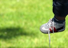 scarpe slacciate